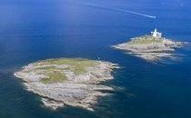 Mumbles Lighthouse  © Visit Swansea Bay / Swansea Council